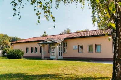 Zunanjost veterinarske postaje in trgovine Tačka v Šmarju pri Jelšah
