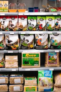 Tačka, veterina in trgovina - hrana za male živali (ptice, papige, hrčke, morske prašičke, miši)