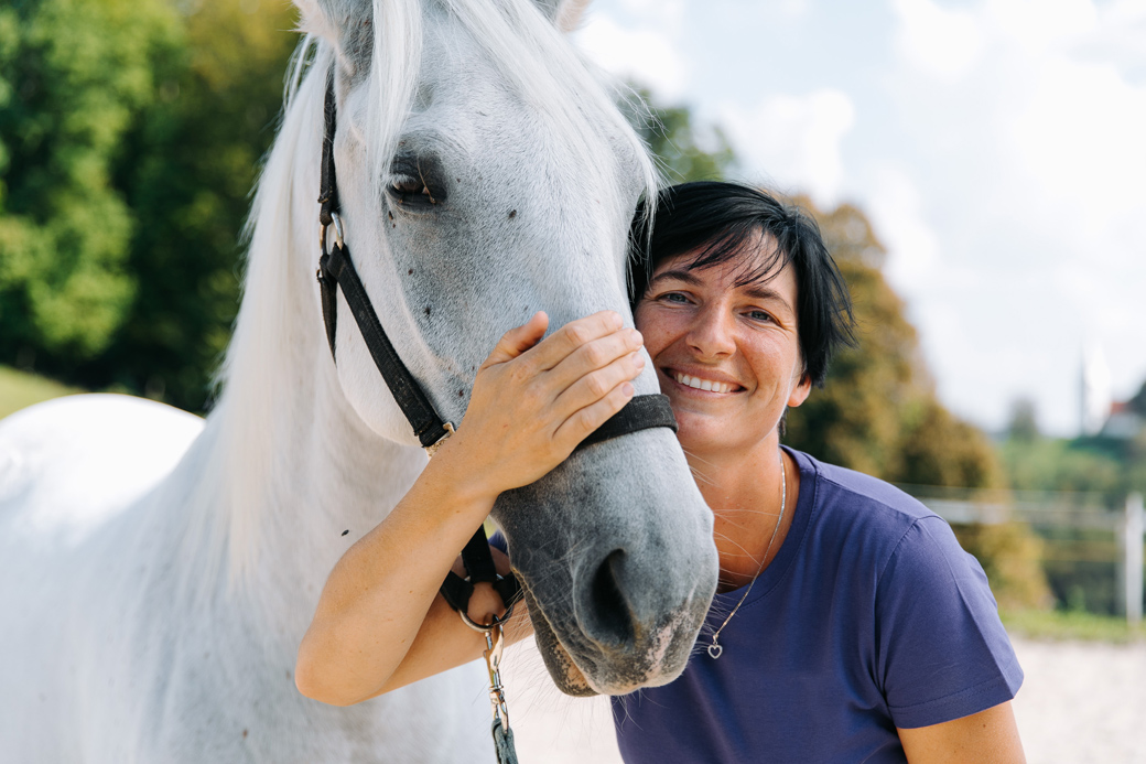 Tačka, Veterinary Clinic and Store - vet and her horse